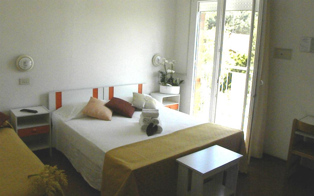 Hotel Nevia ** - Emilia-Romagna, Pinarella di Cervia (RA). Offerta ...