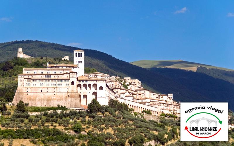 Cartina Geografica Umbria Cascia.Assisi Cascia E Norcia In Pullman Umbria Umbria Offerta