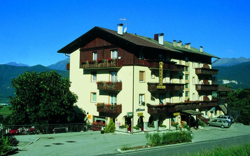 Previous Slide◁ Next Slide▷ . L Hotel Bucaneve situato ... 1f1054341f9